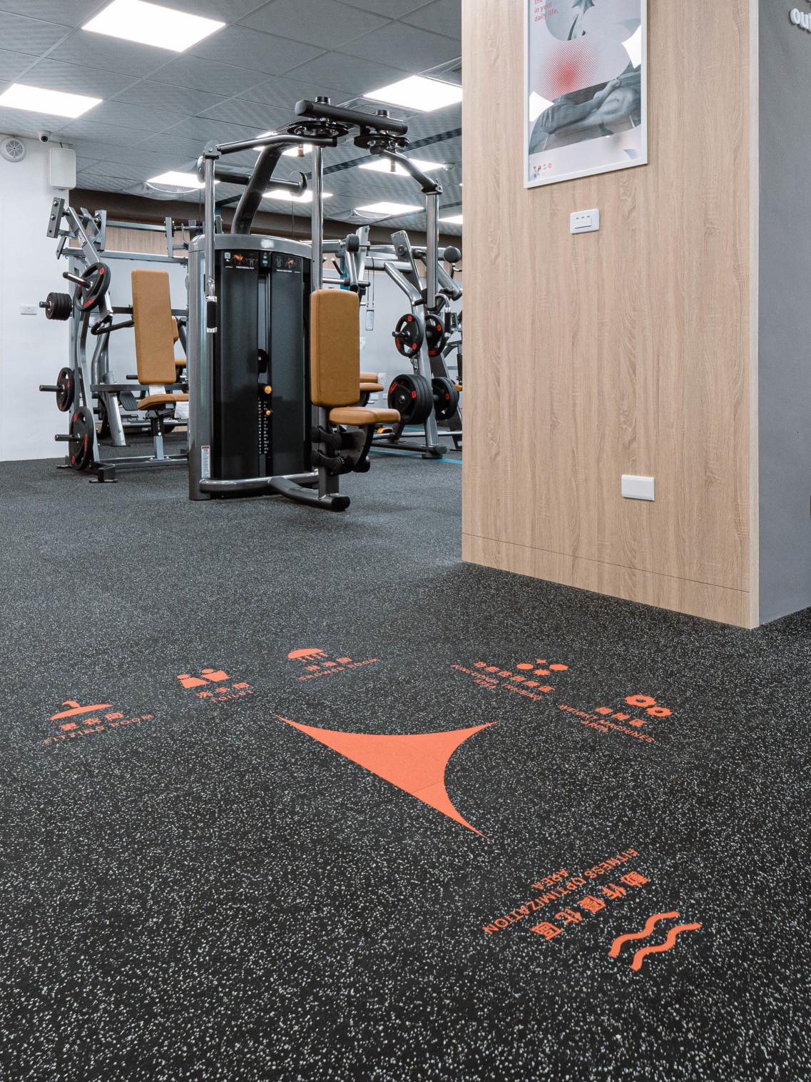 嘉義健身房室內空間設計-地板動線標示|塔索肌力與體能訓練中心