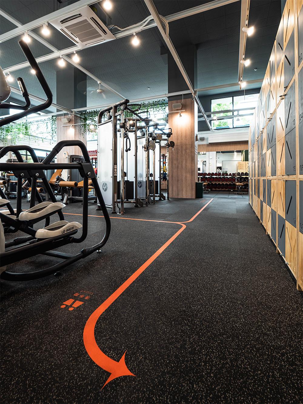 嘉義健身房室內空間設計-地板動線標示2|塔索肌力與體能訓練中心
