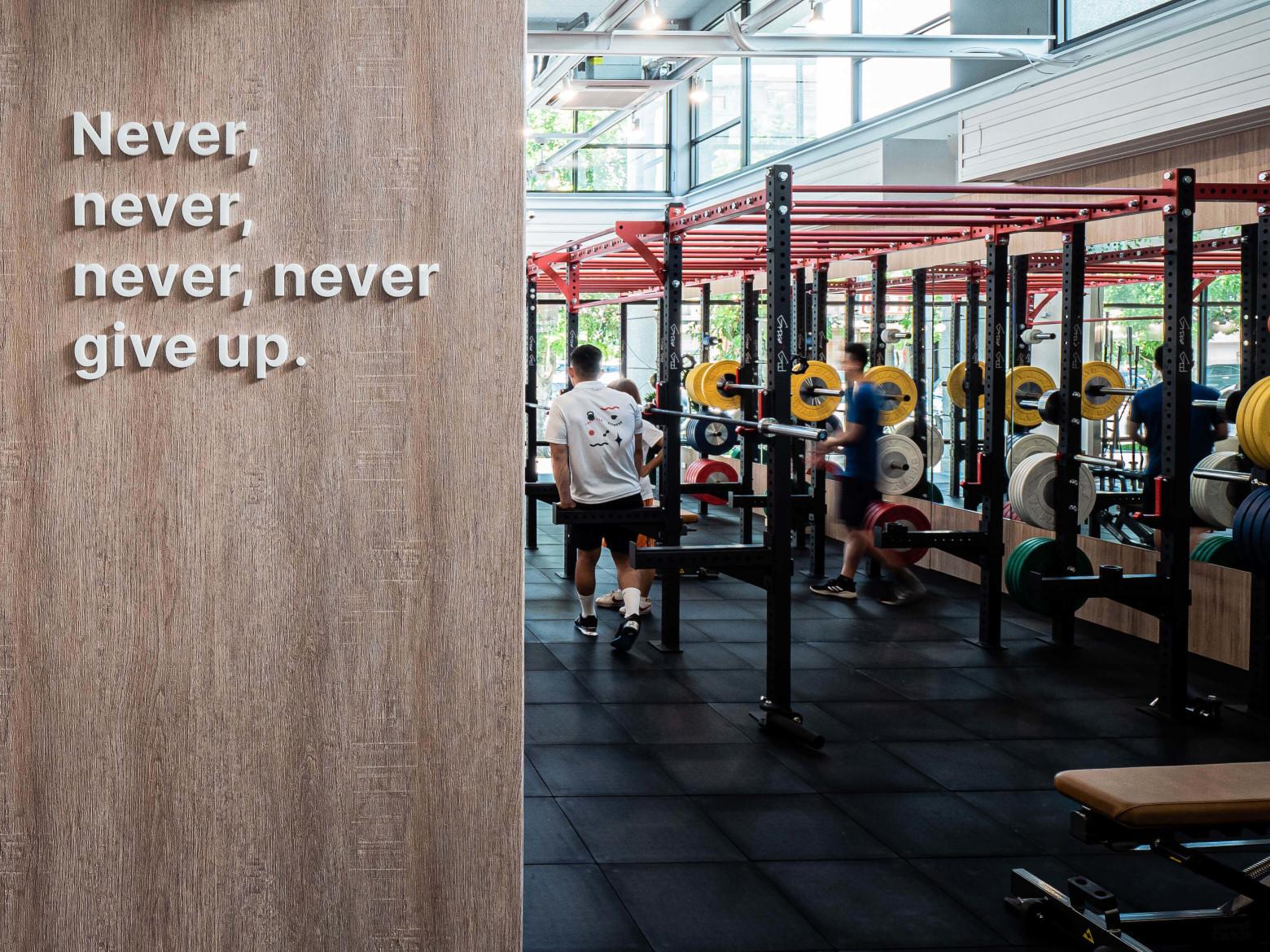 嘉義健身房室內空間設計-英文標語|塔索肌力與體能訓練中心