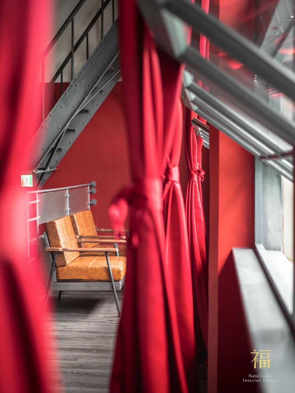 國王蝴蝶秘密基地roicafe咖啡廳-帝王紅色調配色|小福砌商業咖啡廳空間設計