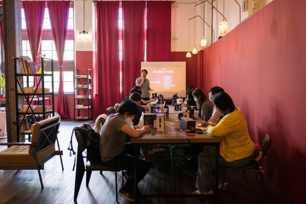 國王蝴蝶秘密基地roicafe咖啡廳-手沖咖啡講座|小福砌商業咖啡廳空間設計