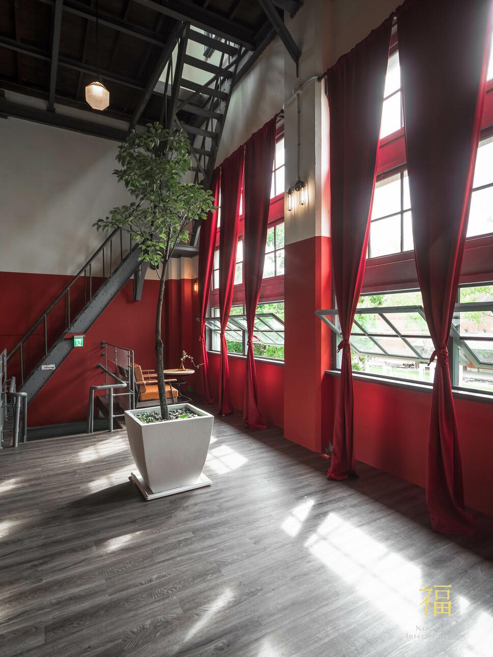 國王蝴蝶秘密基地roicafe咖啡廳-現代主義式建築設計|小福砌商業咖啡廳空間設計
