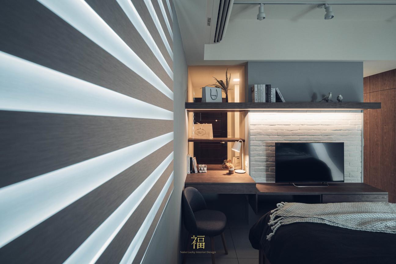 水上敦美|主臥室遮採光窗簾與中央電視牆|嘉義住宅空間設計