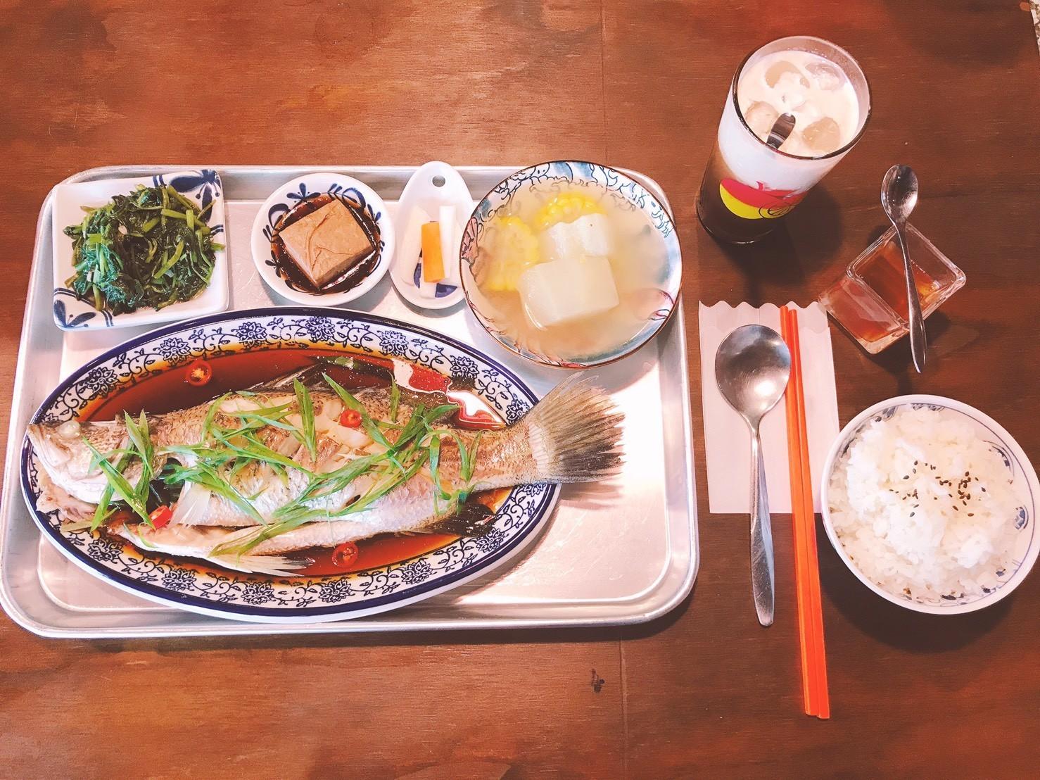 04嘉義東區復古風台式簡餐-弄來小餐桌-清蒸鱸魚|小福砌餐飲空間設計