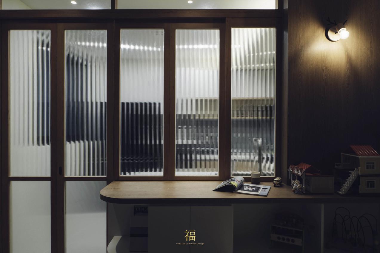04福砌尚讚|餐廳隔間玻璃片木門框|嘉義住宅空間設計