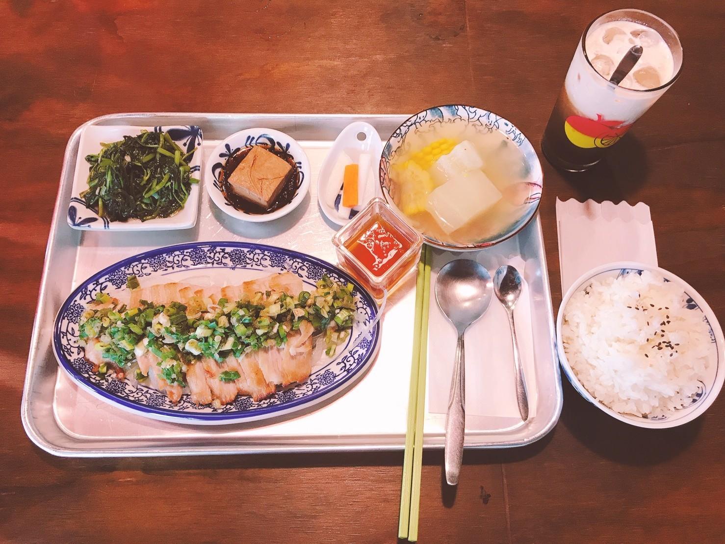 16嘉義東區復古風台式簡餐-弄來小餐桌-噴香麻油豬|小福砌餐飲空間設計