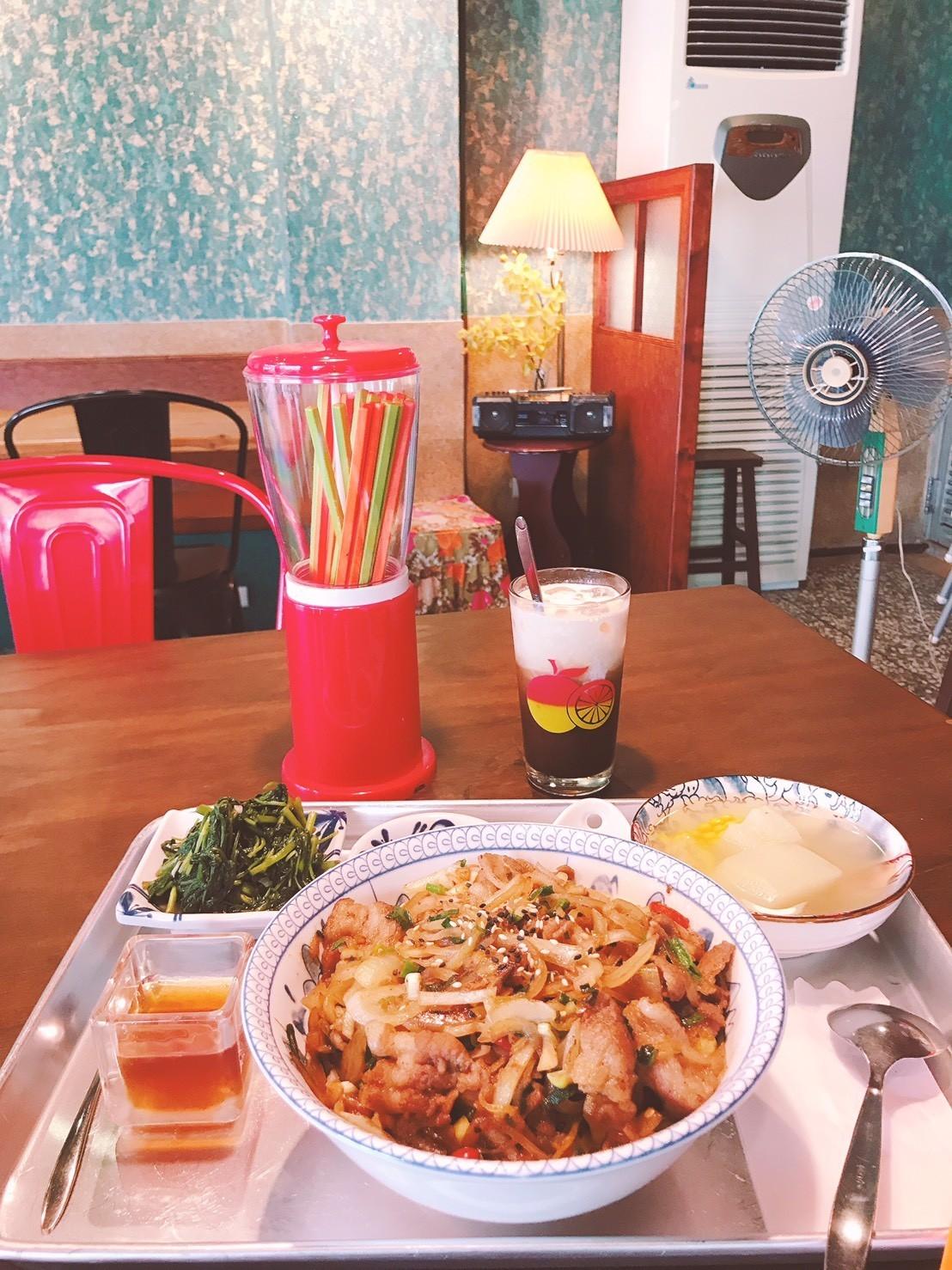 17嘉義東區復古風台式簡餐-弄來小餐桌-澎派燒肉飯|小福砌餐飲空間設計