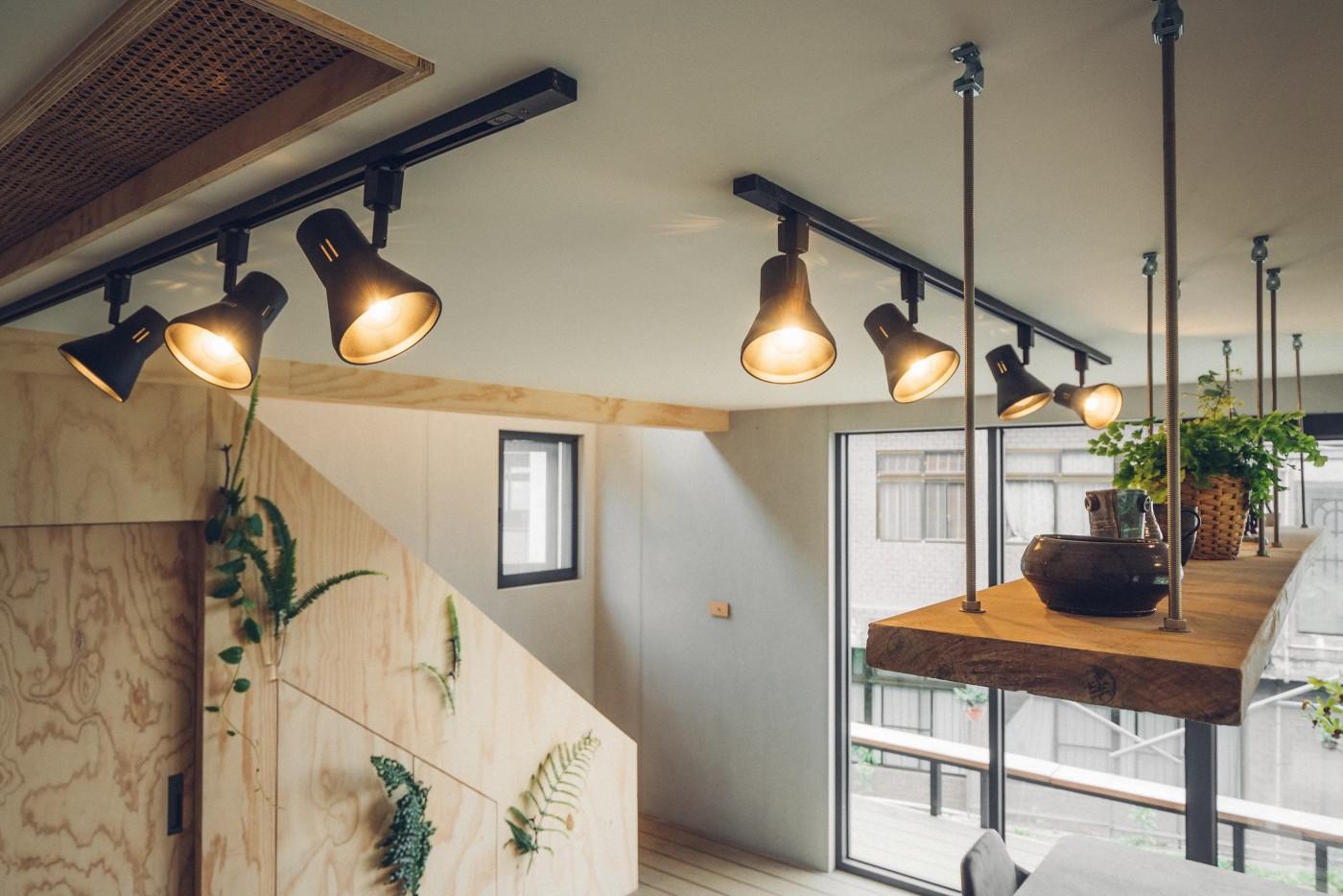 阿里山樟樹湖山角鐵茶屋一樓軌道燈照明設計