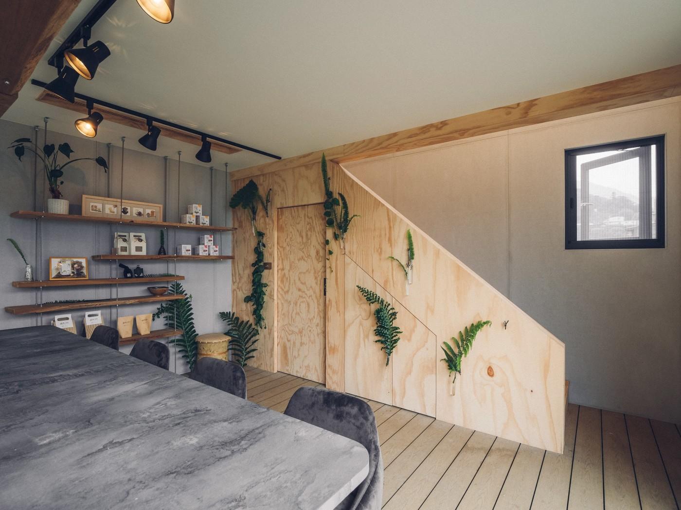 阿里山樟樹湖山角鐵茶屋一樓座位區設計