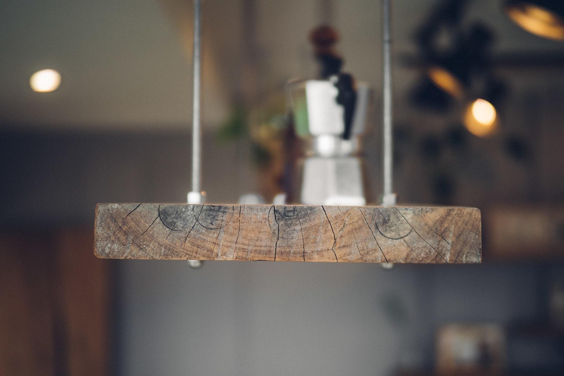 阿里山樟樹湖山角鐵茶屋舊木板層架再造利用