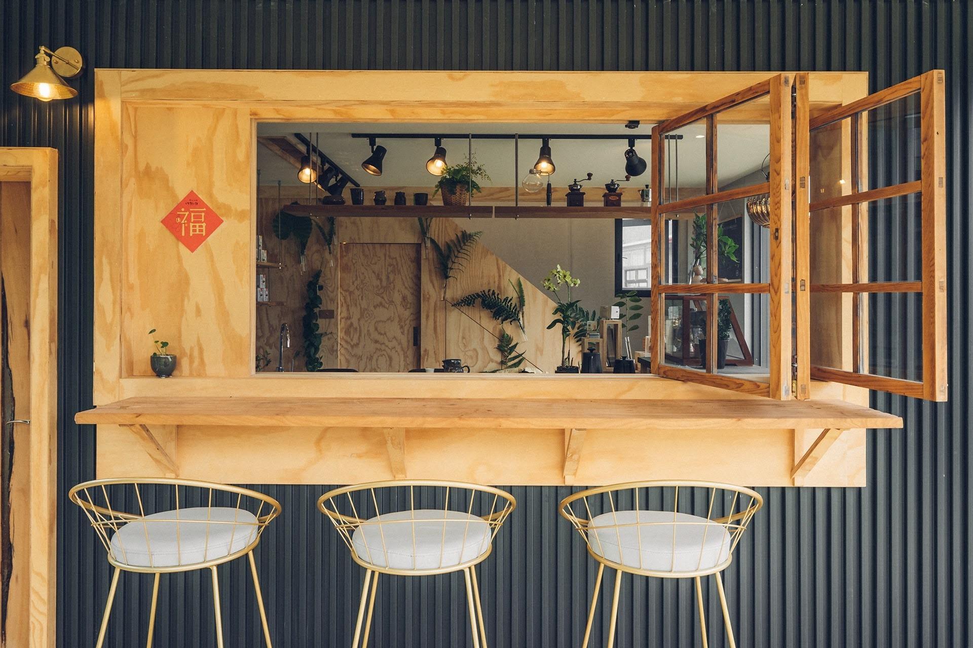 阿里山樟樹湖山角鐵茶屋吧檯窗口設計