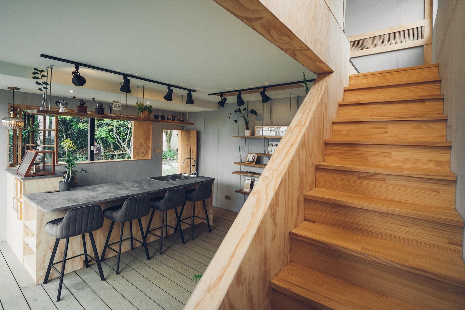 阿里山樟樹湖山角鐵茶屋樓梯間木紋設計