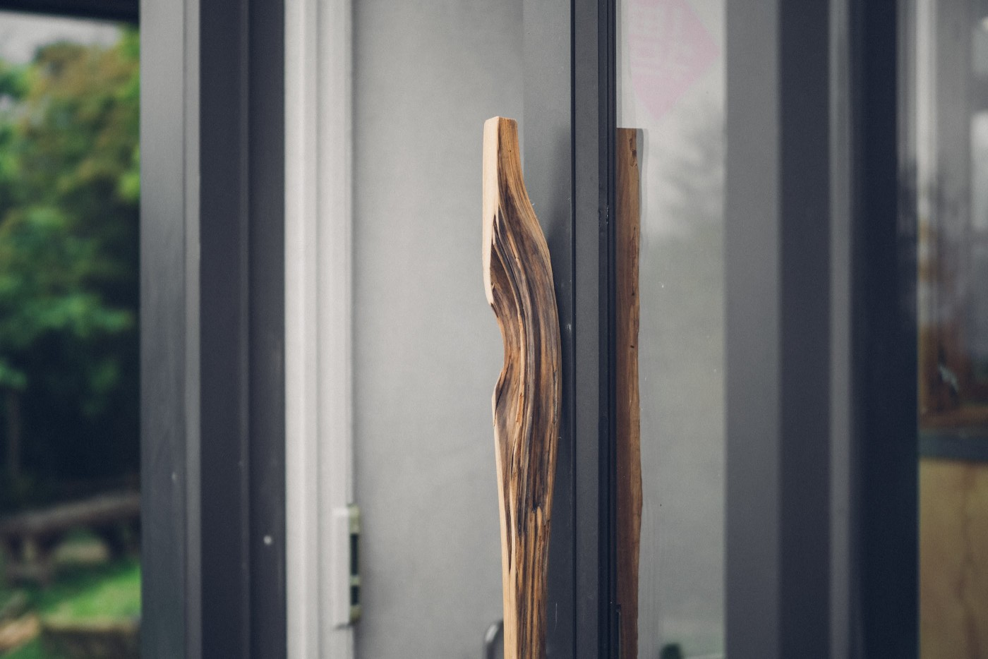 阿里山樟樹湖山角鐵茶屋舊原木改造門把設計