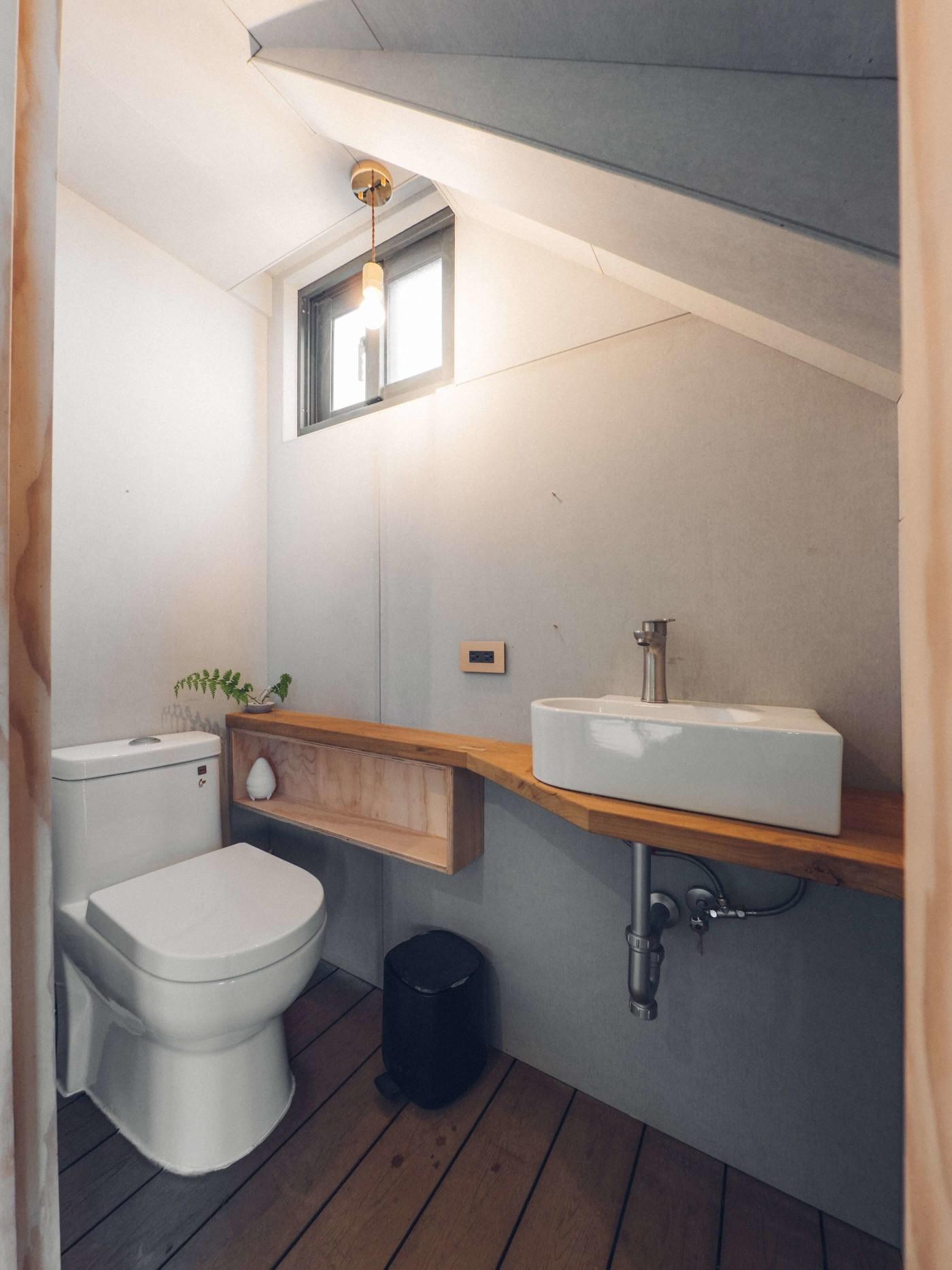 阿里山樟樹湖山角鐵茶屋廁所設計