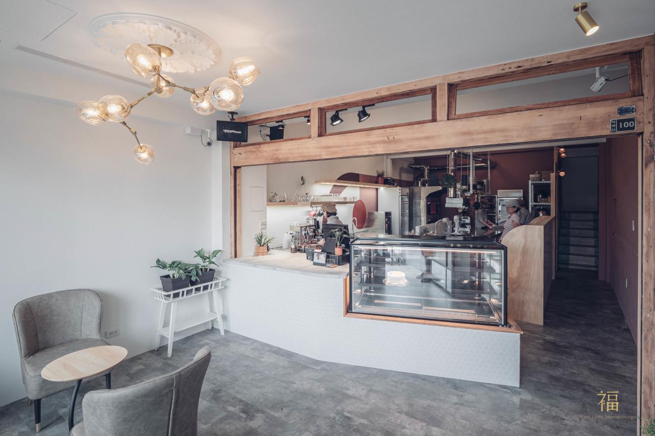 飛茉莉櫃台與木製門框藝術風格設計